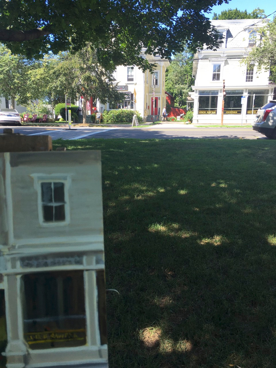 Linda Marino's Easel set up on the Guilford Green in Guilford, Ct